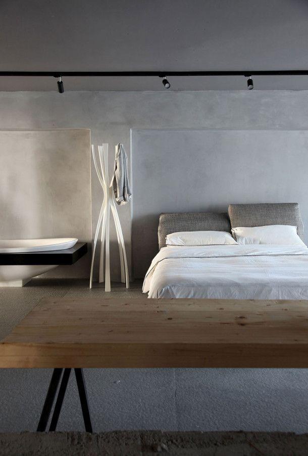 chambre toute simple en b ton cir gris clair bedroom concrete pale grey bed room. Black Bedroom Furniture Sets. Home Design Ideas