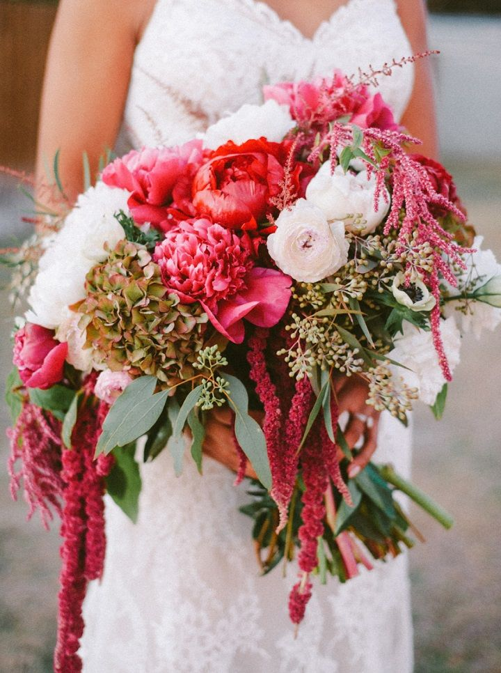 Burgundy wedding bouquet for fall backyard wedding | fabmood.com #wedding #fallwedding #weddingbouquet