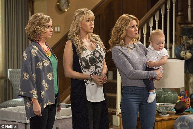 Cast Of Fuller House Seen In Images From First Episode Of New