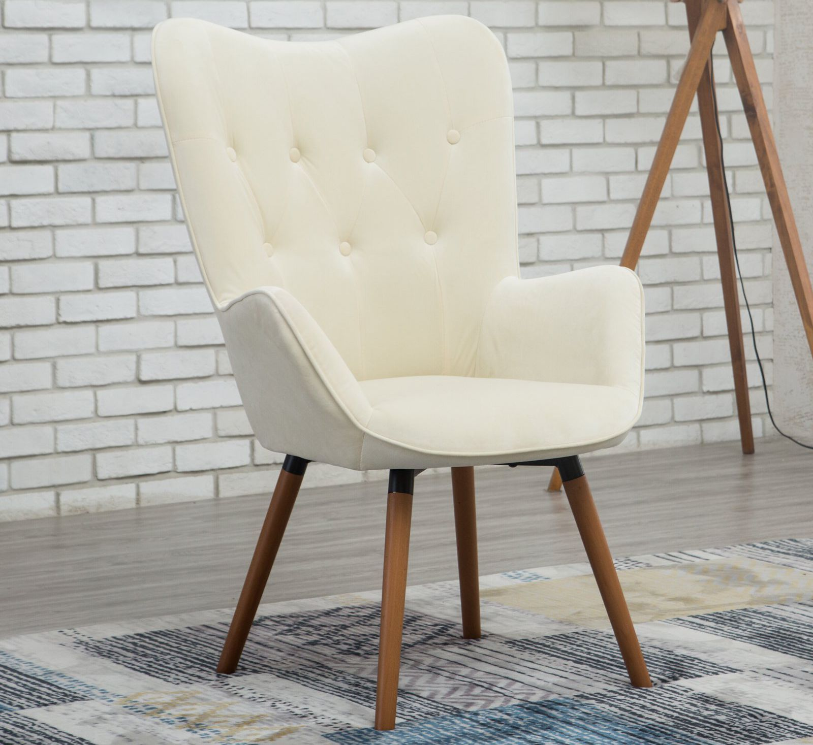 This 150 Walmart Chair Is Almost A Perfect Dupe For This 1 300