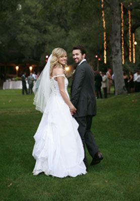 Kaitlin Olson And Rob Mcelhenney Wedding.I Like The Skirt On This Dress Don T Like The Off The Shoulder
