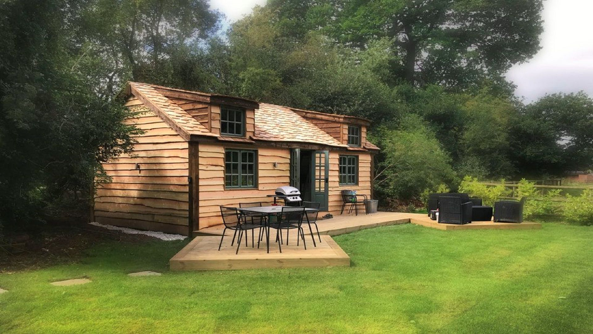 Best Tucked Away In The Hills Of Westerham Near Biggen Hill Sits The Secret Cottage 4M X 7M On A 400 x 300