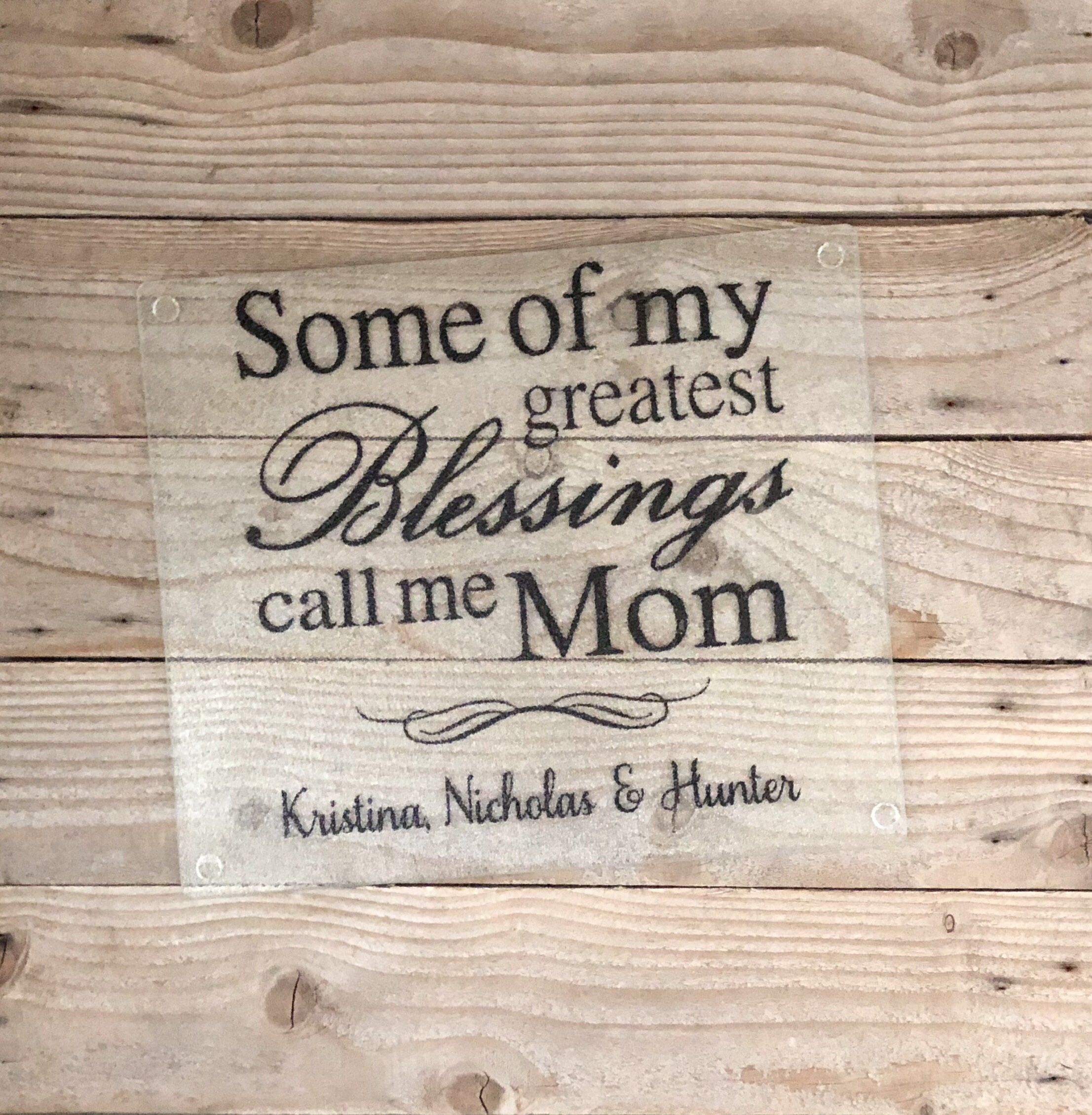 Mothers Day Gift Ideas Gifts for Mom in The Kitchen Grandma is The Boss Mother to Be Gifts Unique Mothers Day Gifts Personalized Cutting Boards for Women Customized Cutting Board