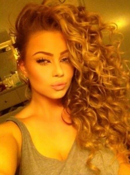 Love Her Curls All Flipped To One Side I M All About Volume Need To Try This Look With My Natural Ones Curly Hair Styles Hair Curly Hair Styles Naturally