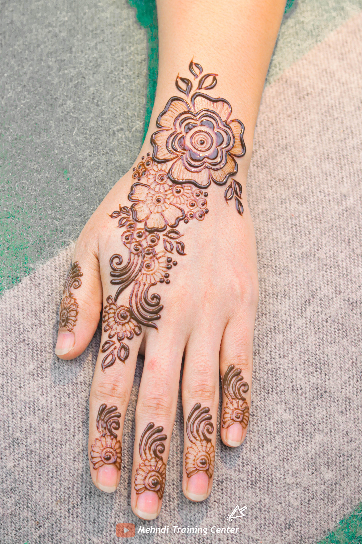 نقش الحناء الخليجي نقش الحناء المغربي بالابرة سهل للمبتدئين نقش الحناء نقش الحناء للمبتدئات Short Hand Tattoos Henna Hand Tattoo Mehndi Video