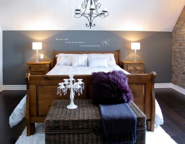 schlafzimmer mit dachschr ge akzentwand grau. Black Bedroom Furniture Sets. Home Design Ideas