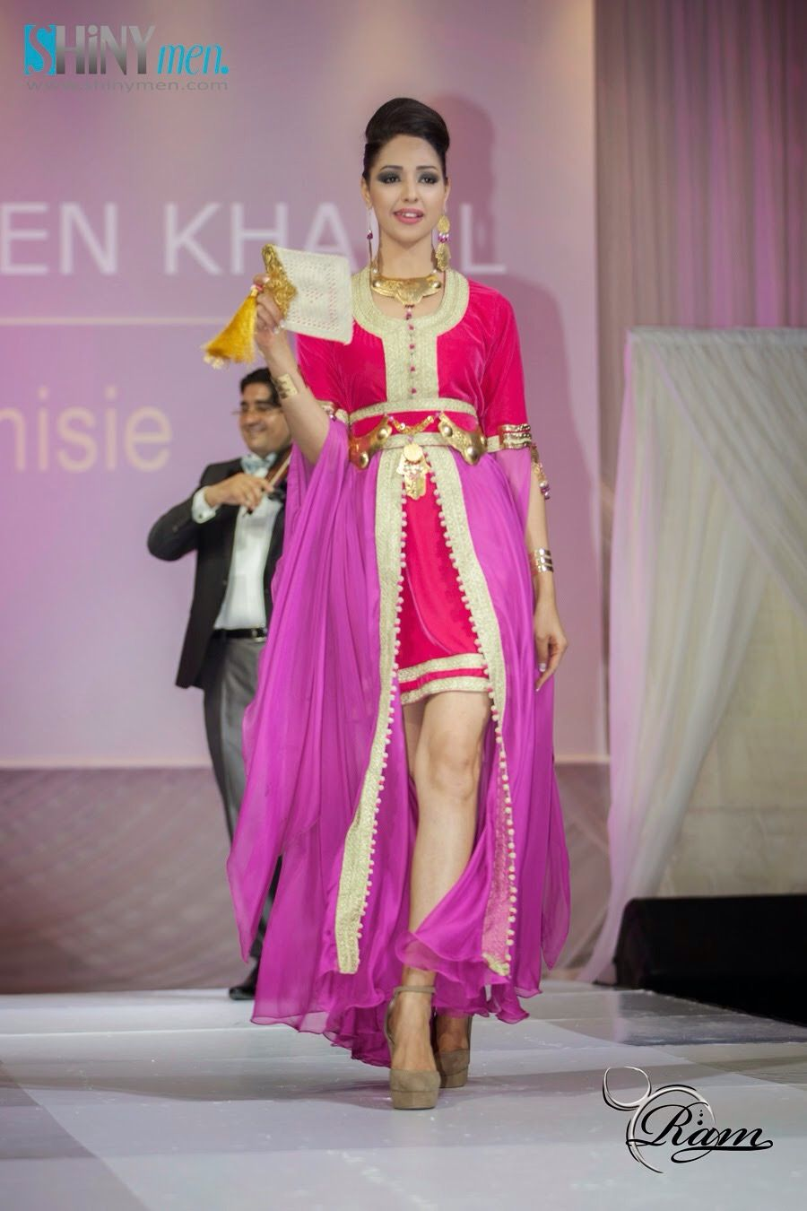 Caftan tunisien Anex broderie tun… Habits traditionnels