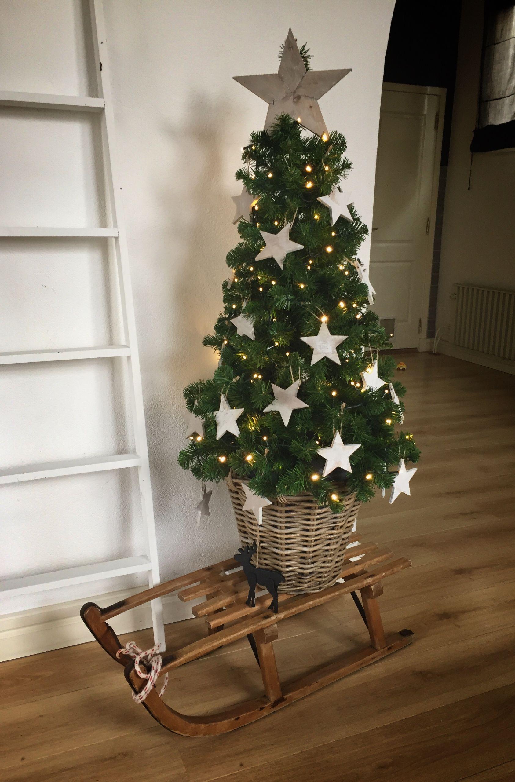 Kerstboom Op Slee Landelijk Landelijke Kerstbomen Kerstboom Ideeen Kerstdecoratie