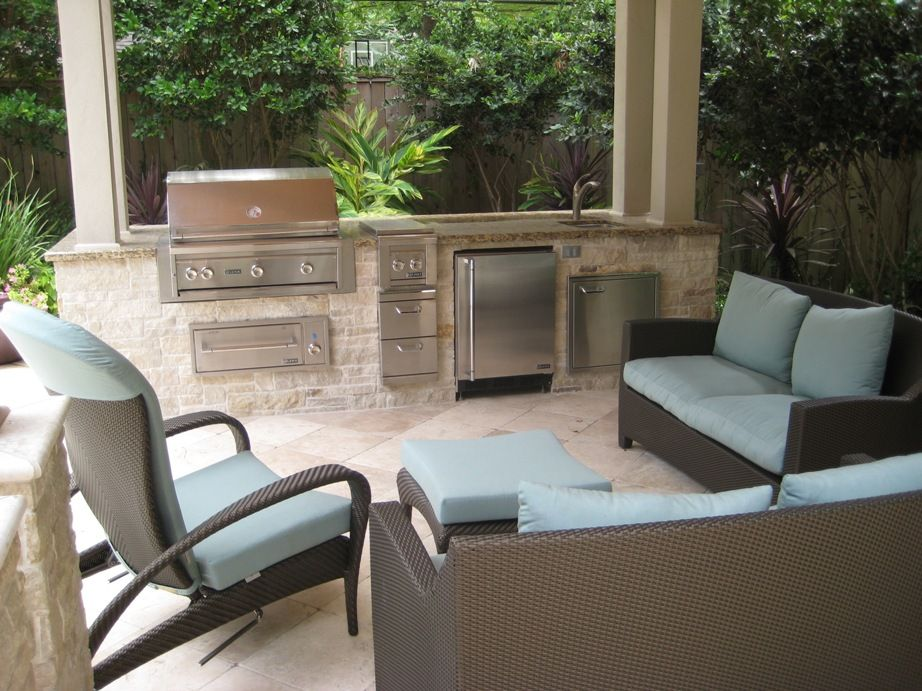 Limestone Outdoor Kitchen With Nice Patio Furniture Grill Warming Drawer Refrigerator And Sink Outdoor Kitchen Outdoor