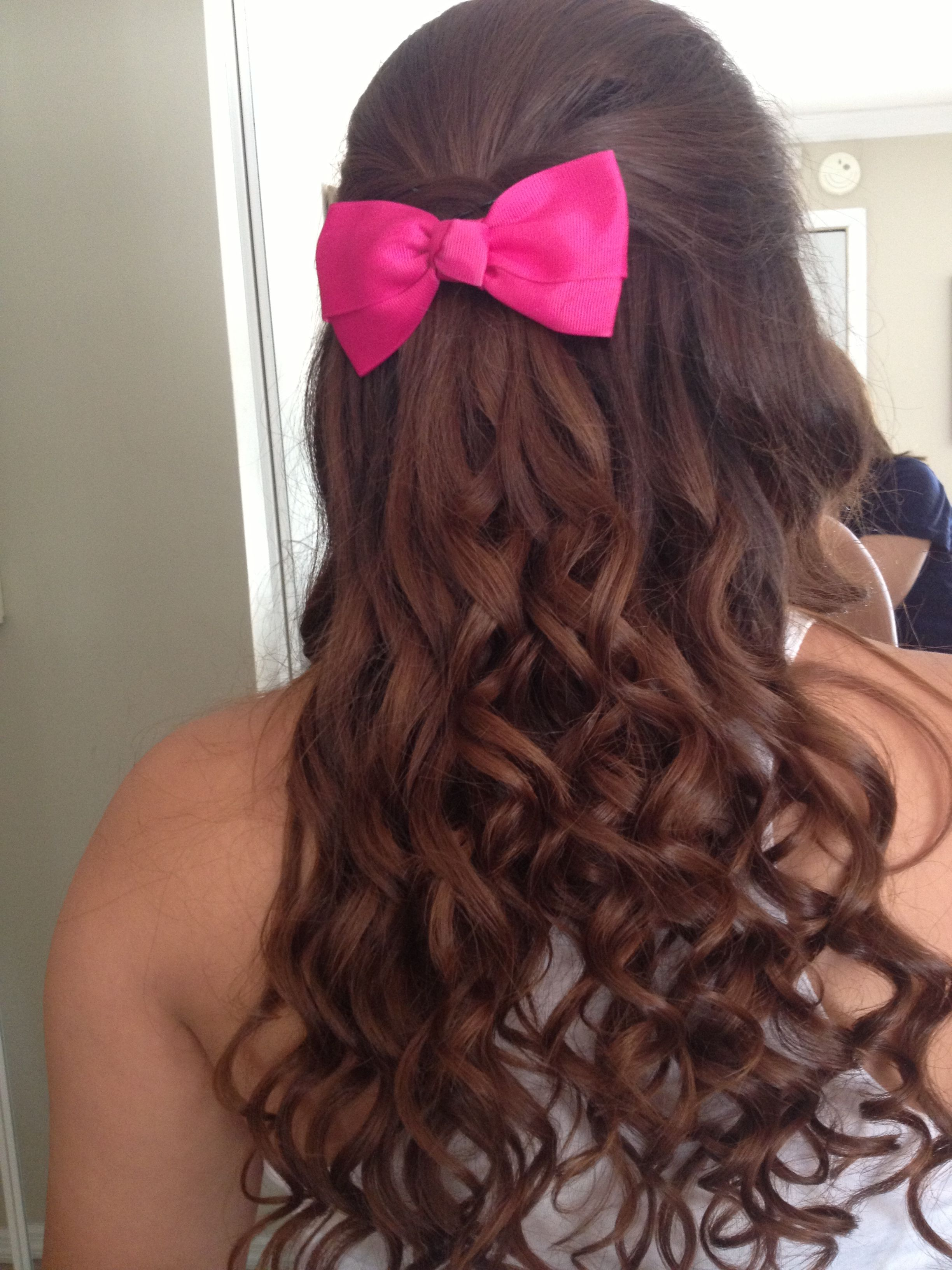 Small Curls From Curling Wand And A Bump With A Cute Pink Bow I M Doing This To My Hair Tomorrow Wand Hairstyles Hair Styles Curling Hair With Wand