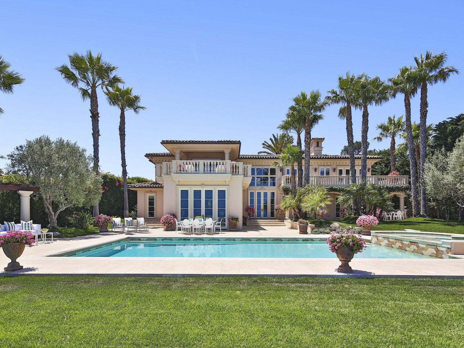 European style Villa Malibu CA Single Family Home Los Angeles