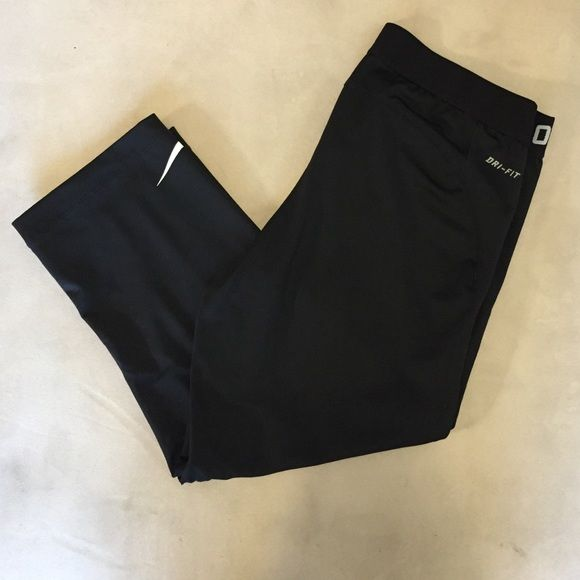 NIKE PRO WORKOUT PANTS Cropped Nike all black workout pants. Very tight fitting. Great condition only worn a few times. Nike Pants