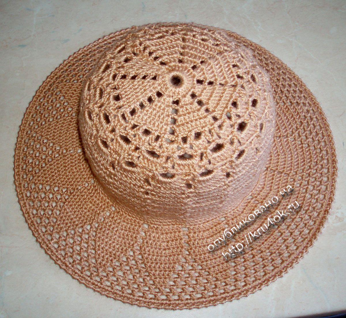 Varios sombreros y bufandas con vínculos hacia las instrucciones y ...