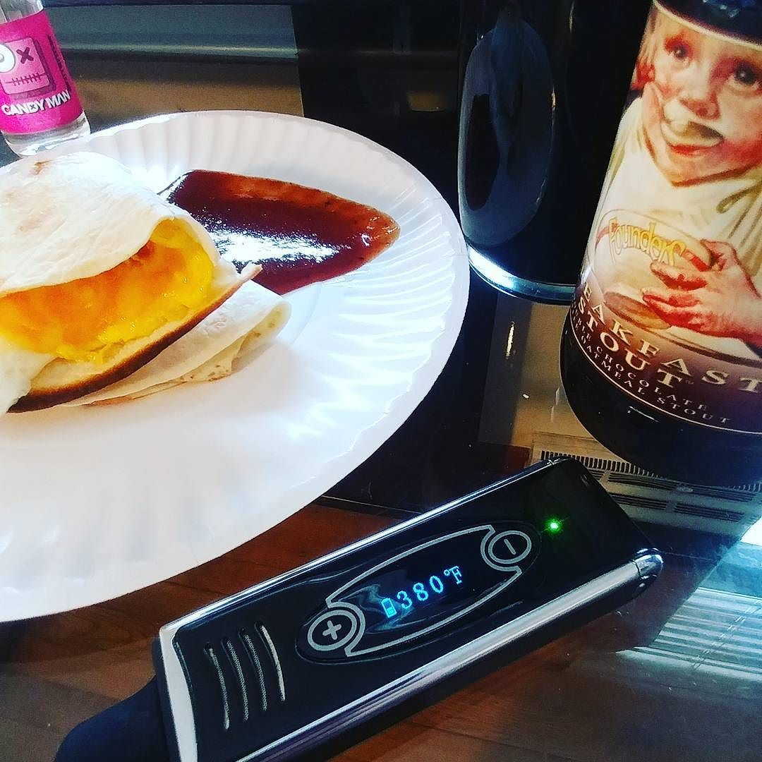 #breakfast with a #dryherbvape and some #founders breakfast stout #yum #ezvapes #vapetheworld