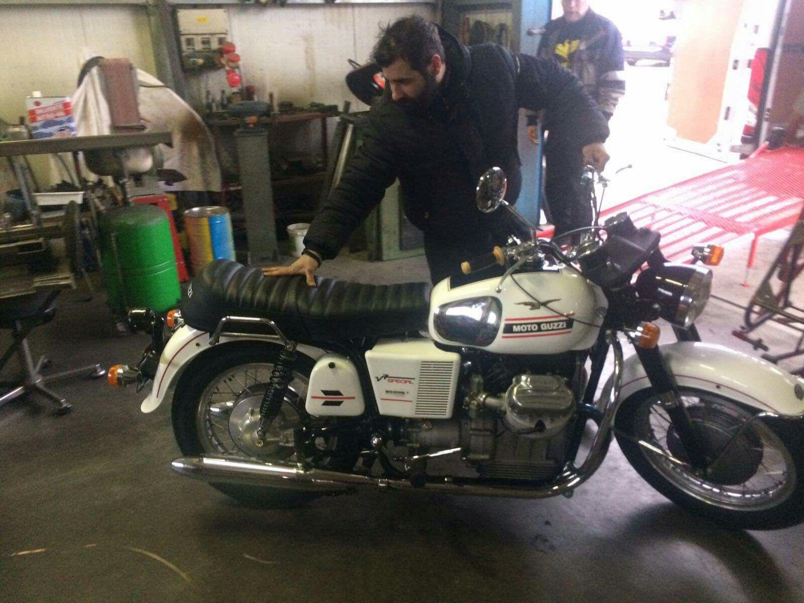 Richard's 1970 Moto Guzzi V7 Special left our workshop this morning in the safe hands of Chas Mortimer Ltd. motorcycle transportation (y)  #motoguzzi #v7special #chasmortimer #motoofficina