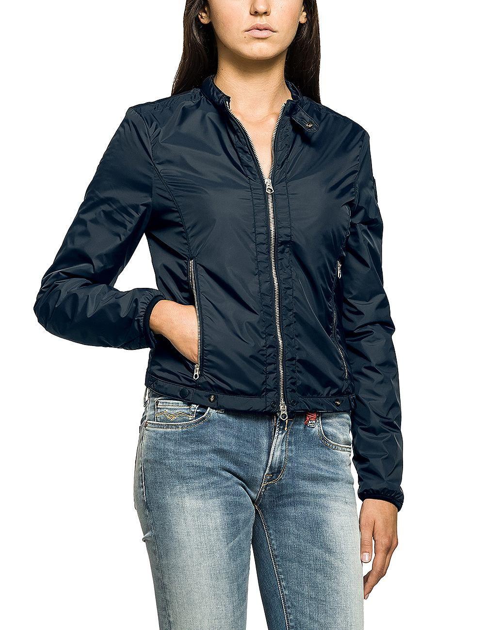 Jacken    Diese lässige Jacke von Replay überzeugt mit ihren Details und einem femininem Schnitt.    Außenmaterial: 100% Polyamid  Innenmaterial: 100% Polyamid...