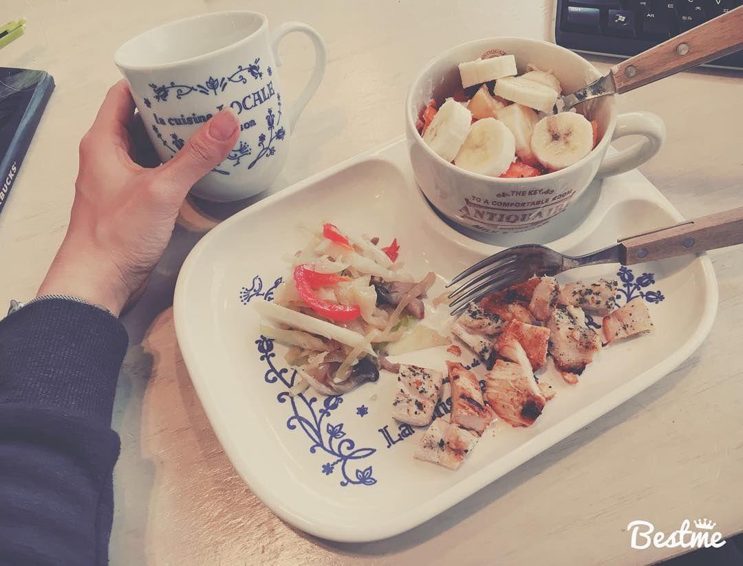 박지은jj On Instagram 간식 먹기 닭가슴살100g 양념반 그릭요거트100g 과일 약간 볶은야채 다이어트식단 다이어트간식 다이어트음식 다이어트그램 다이어트일기 다이어트중 Food Instagram Posts