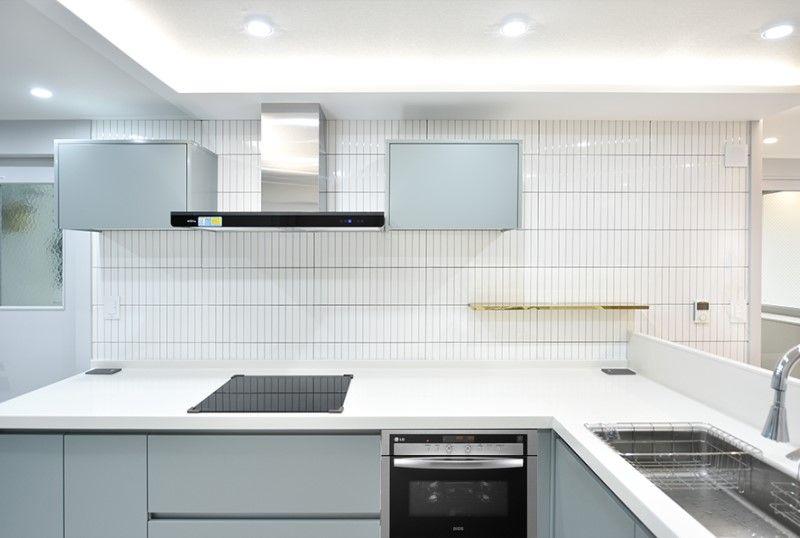 빈스 디자인 32평 아파트 넓어 보이게 주방 구조 변경과 심플 모던 욕실로 감각적인 인테리어 완성 네이버 블로그 2020 인테리어 아파트 부엌 구조