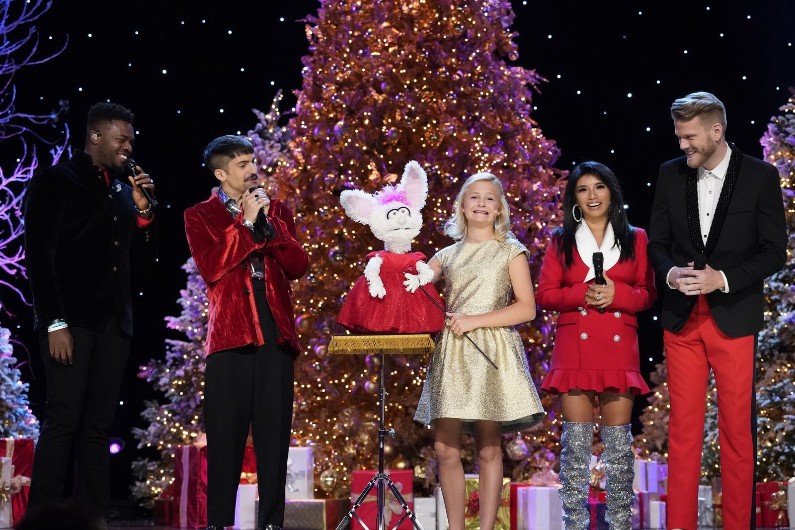 Americas Got Talent Christmas.America S Got Talent Winner Darci Lynne Farmer To Star In Nbc