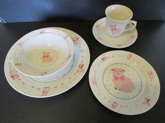 Love this vintage piggy dish set!