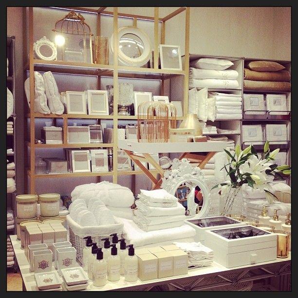 Zara Home S Installe A Laval Et Toronto En 2020 Tiendas Decoracion Decoracion De Unas Tiendas