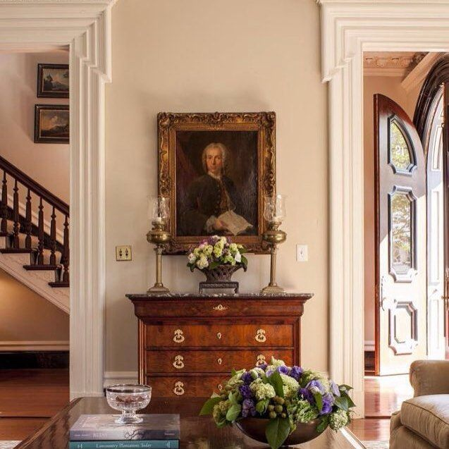 Large, majestic, very formal living room. Arched and ...