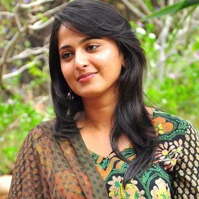 Anushka Shetty Feathercut With Bangs For Round Face Hairstyles For Round Faces Hair Styles Indian Hairstyles