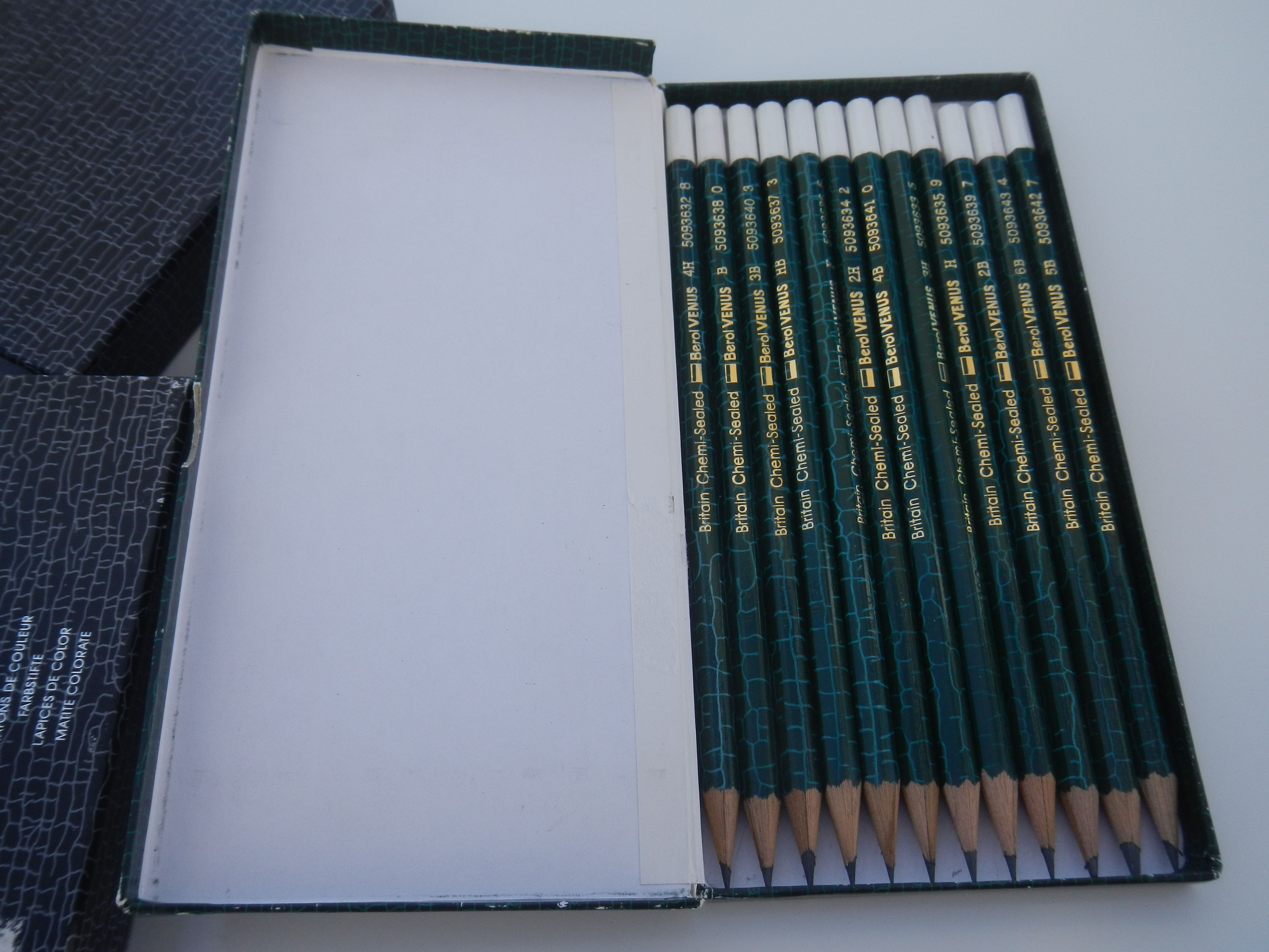 Venus Collection - 12 lapices de grafito 4H-6B