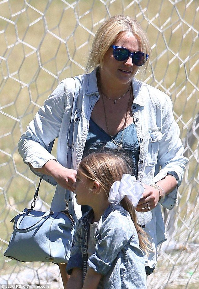 Jamie spears sports a short playsuit at daughter-26394