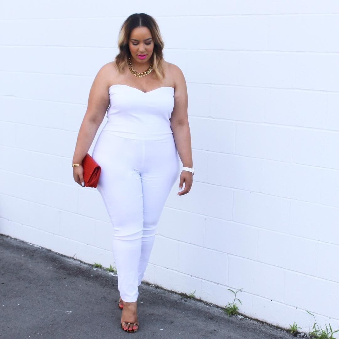 "3ecf0f02059b7 Rochelle Johnson en Instagram  ""Talking about curvy girls   all white looks  in my latest post for TheOutfit.com"