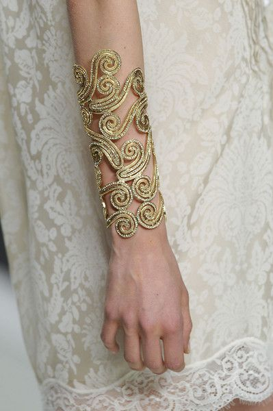 gold arm cuff... i absolutely love this!