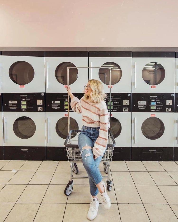 Laundromat Outfit Ootd Inspo Idea Maddy Style Photoshoot Goals Https Weheart Photoshoot Themes Retro Fashion Photography Portrait Photography Poses
