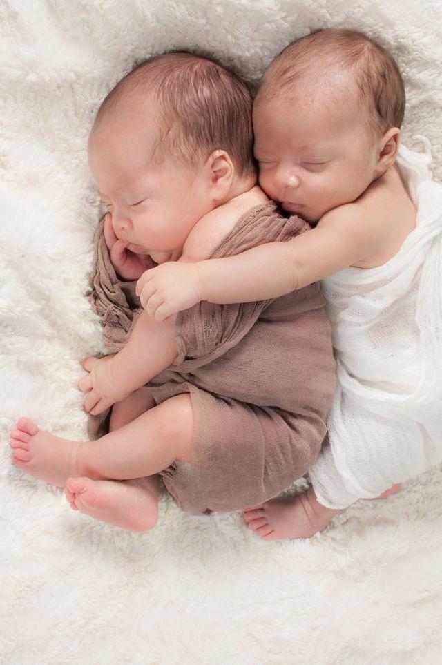 Картинка близнецы малыши