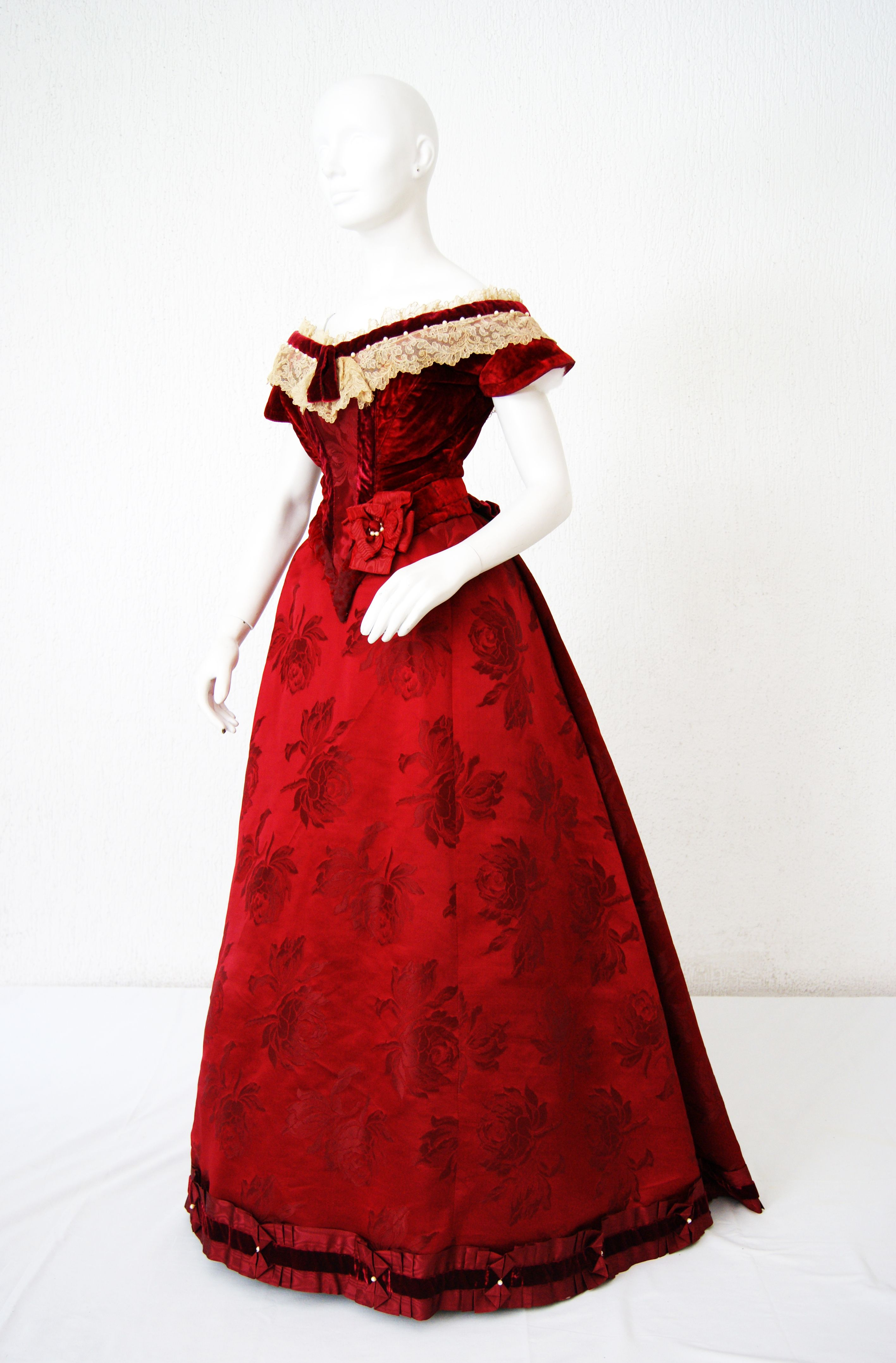1892, stunning crimson red evening gown | Historic Fashions 1800 ...