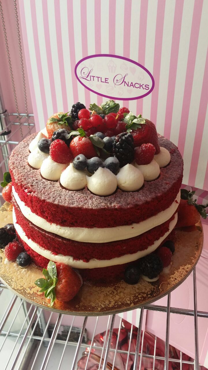 Red Velvet With Fruits And Vanilla Cream