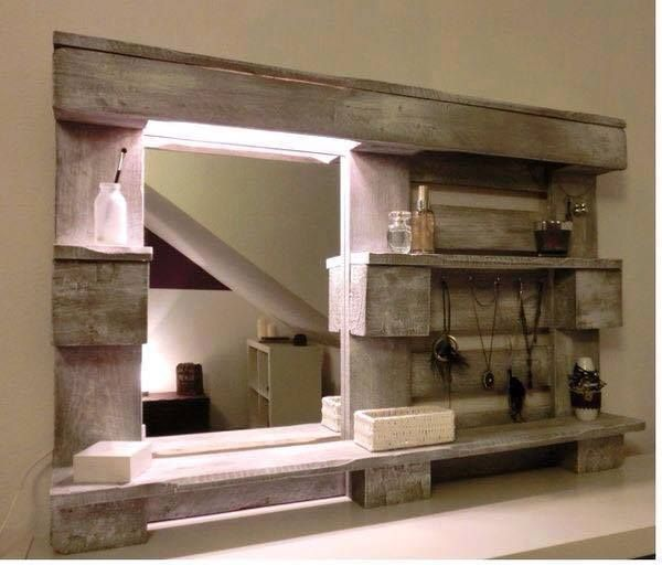 Idee De Miroir Pour Salle De Bain Fabrique A L Aide D Une Palette Des Idees Salle De Bains Palette Idees De Miroir Deco Maison
