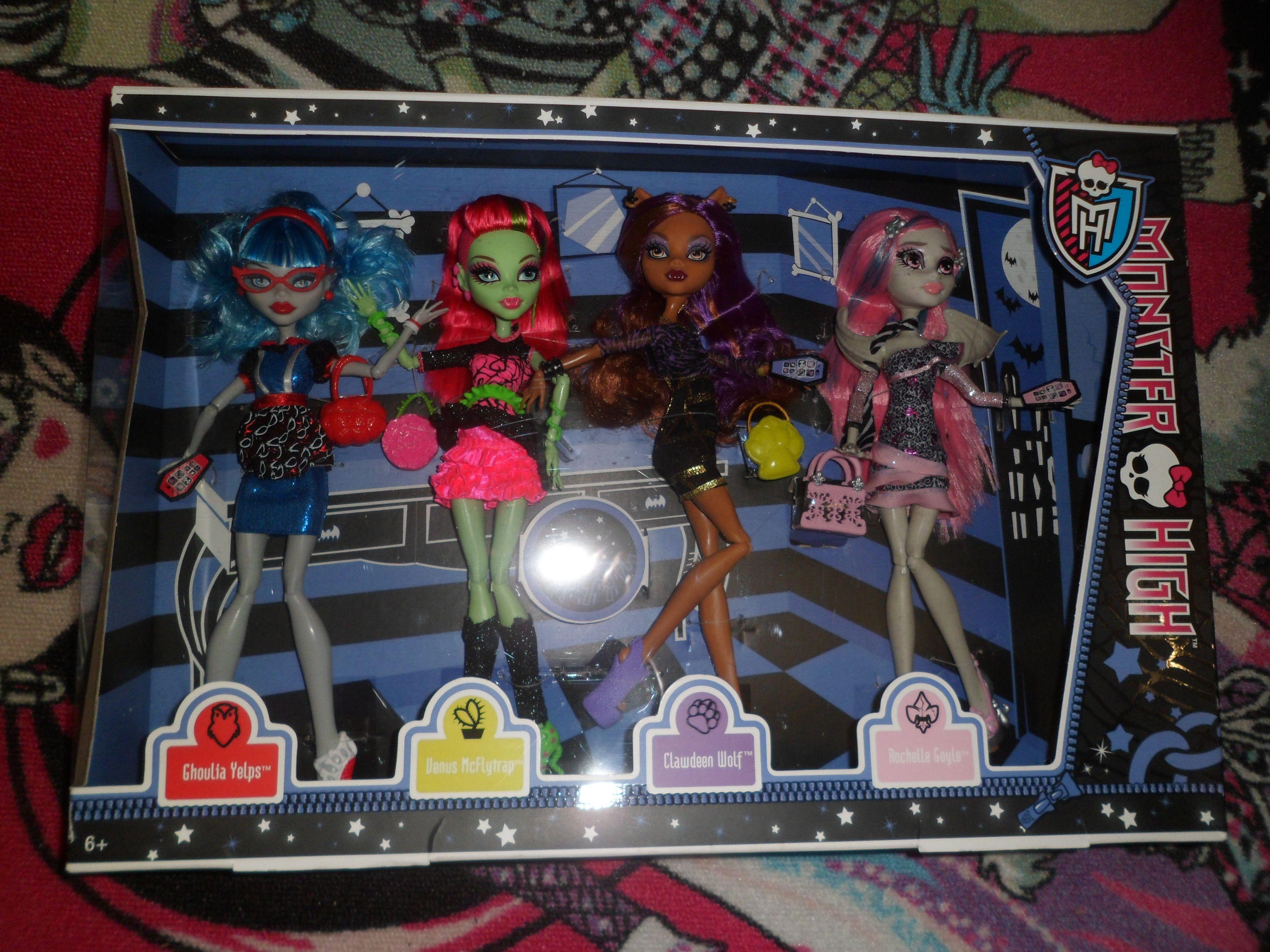 Clawdeen, Ghoulia, Rochelle & Venus