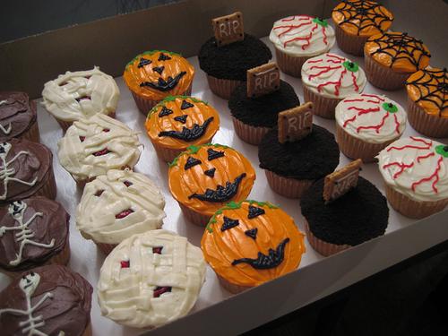 Halloween cupcakes Themed cupcakes, Halloween baking