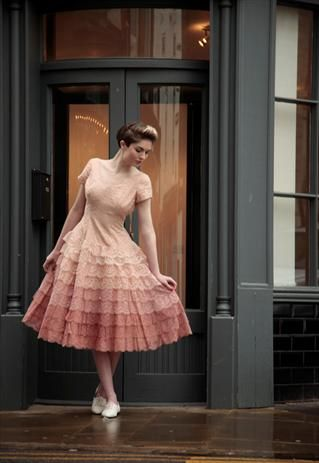 Beautiful Vintage 50s Fairytale Prom Dress we don\'t have proms in ...
