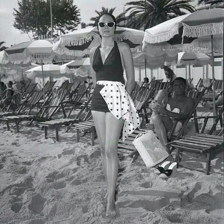 Grace Kelly Goes Incognito At The Beach Grace Kelly Princess Grace Kelly Grace Kelly Style
