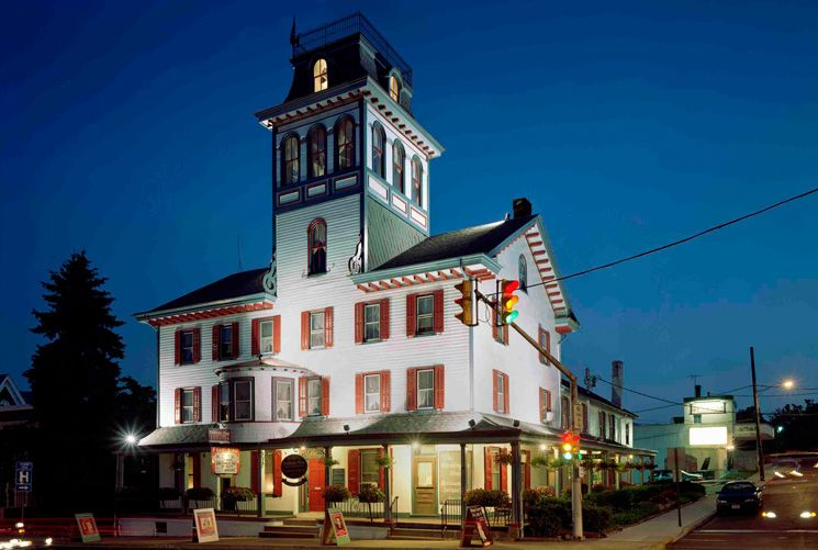 Sellersville Theatre This Premier Live Music Venue Features An Exciting Lineup Of Top Headliners From Pop With Images Washington Houses Hotel Restaurant House Restaurant