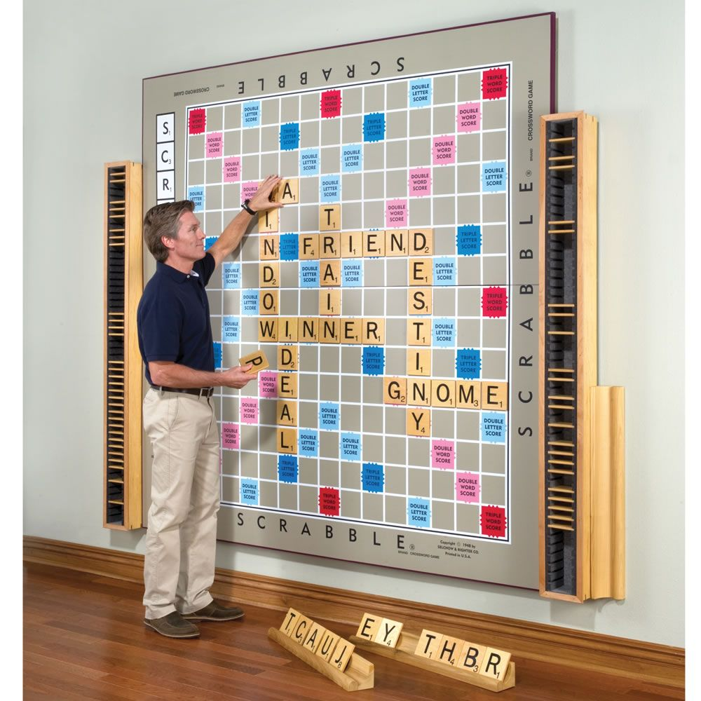 Dit is leuk! Een levensgrote Scrabble muur, ergens op school. Iedereen speelt tegen iedereen.