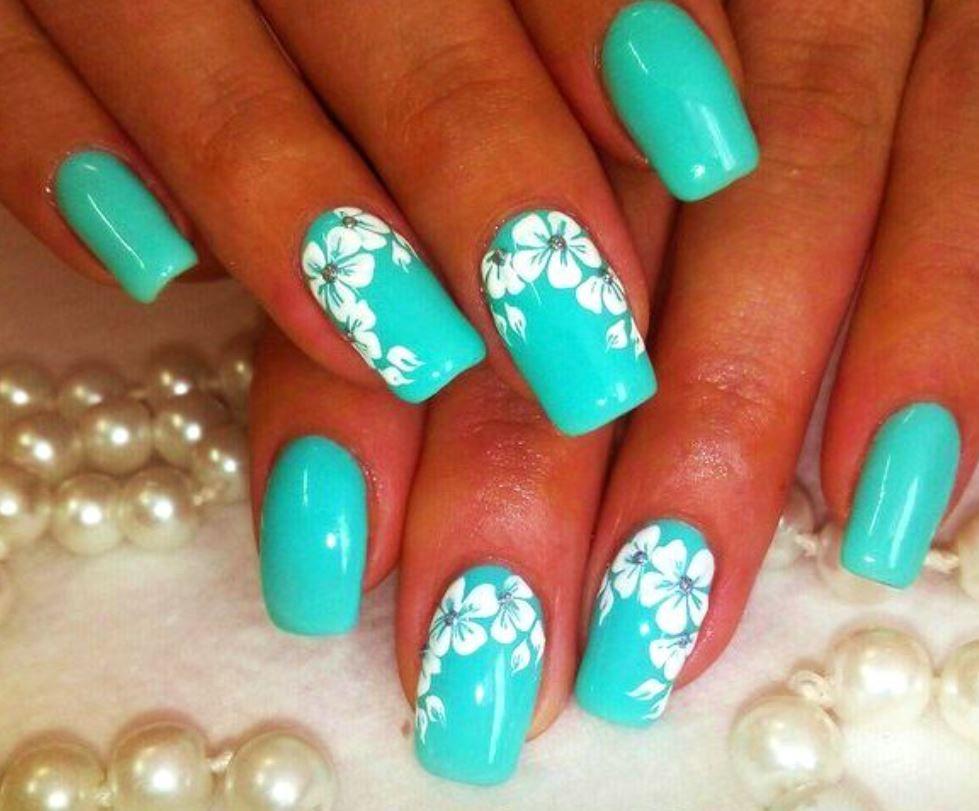 Бело бирюзовые ногти фото