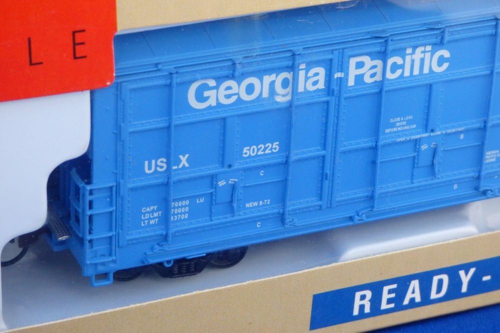 Walthers ThrallDoorBoxCar (With images
