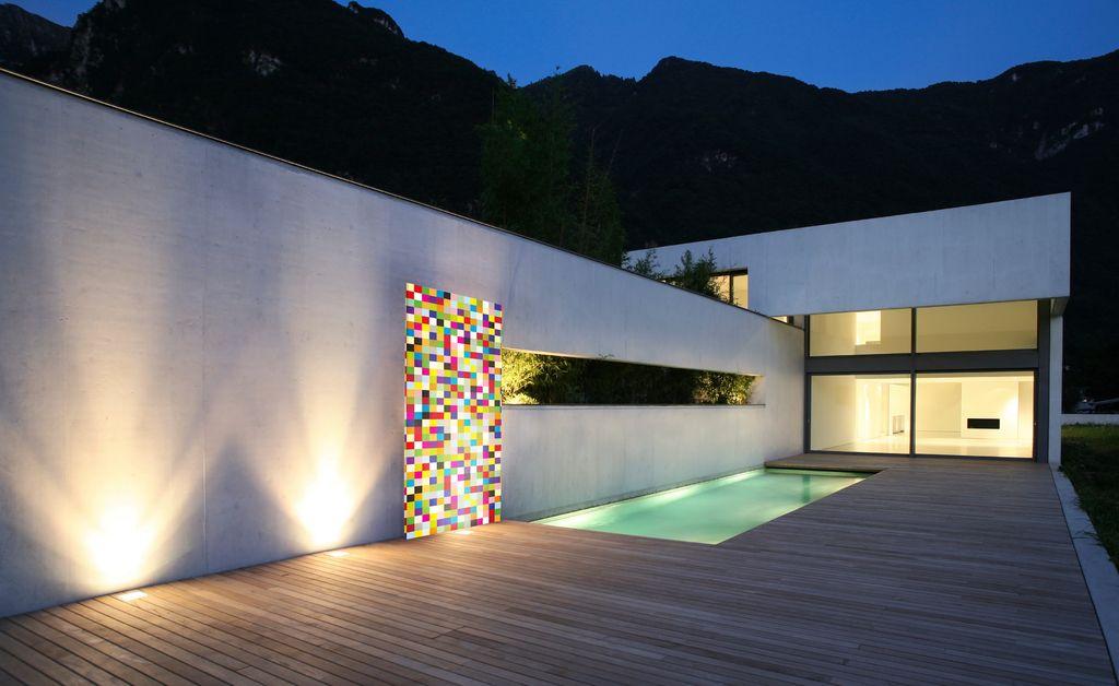 Gartenbeleuchtung Modern knumox kunstelement gartenplanung an einem pool nachts