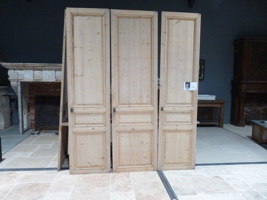 placard avec porte ancienne