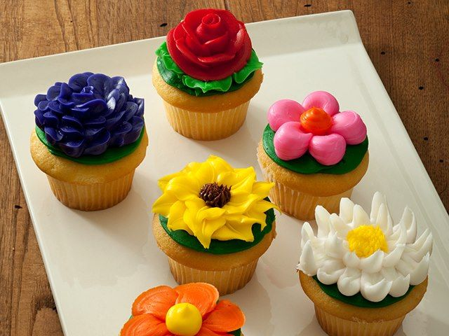 Cake Boss Cupcake Decorating Ideas : Cake boss cupcakes Lifes to short, eat CAKE Pinterest ...