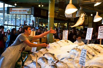 Pike 39 s place fish market fish throw great veggies for Flying fish seattle