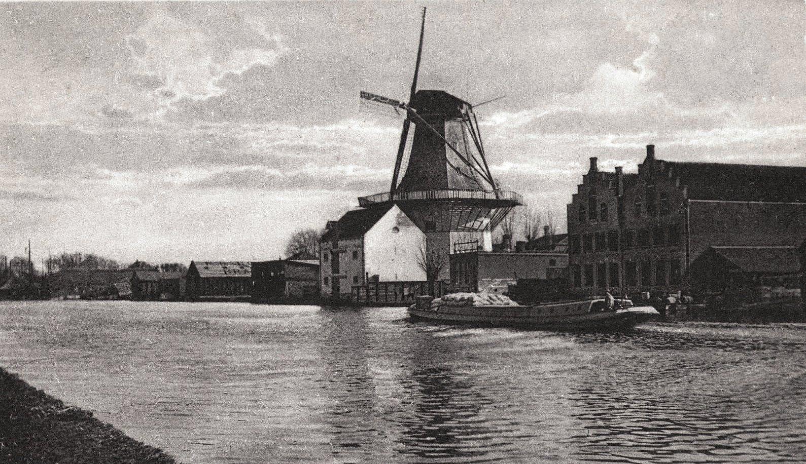 Oude Rijn Richting Gouwsluis Met Molen De Eendracht - Oud Alphen