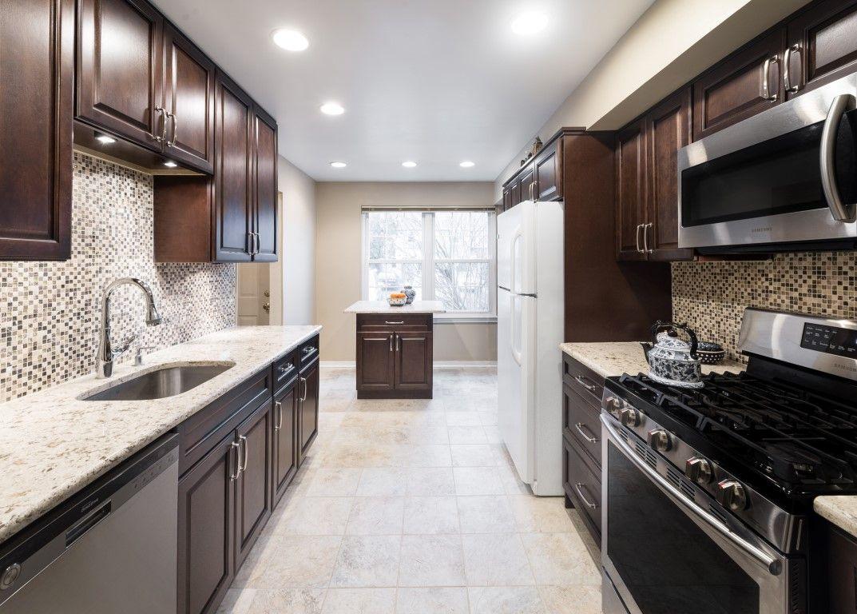 Fabuwood Hallmark Chestnut Cabinet | kitchen | Pinterest | Kitchens